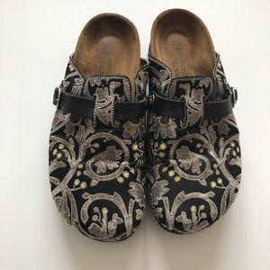 NAOT Filigree Embroidered Black Clogs Slip On 39